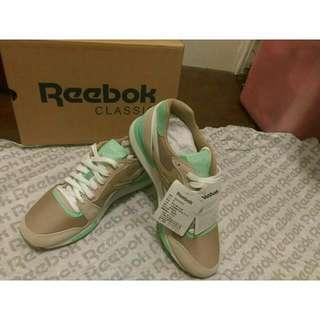 (全新)Reebok 慢跑鞋