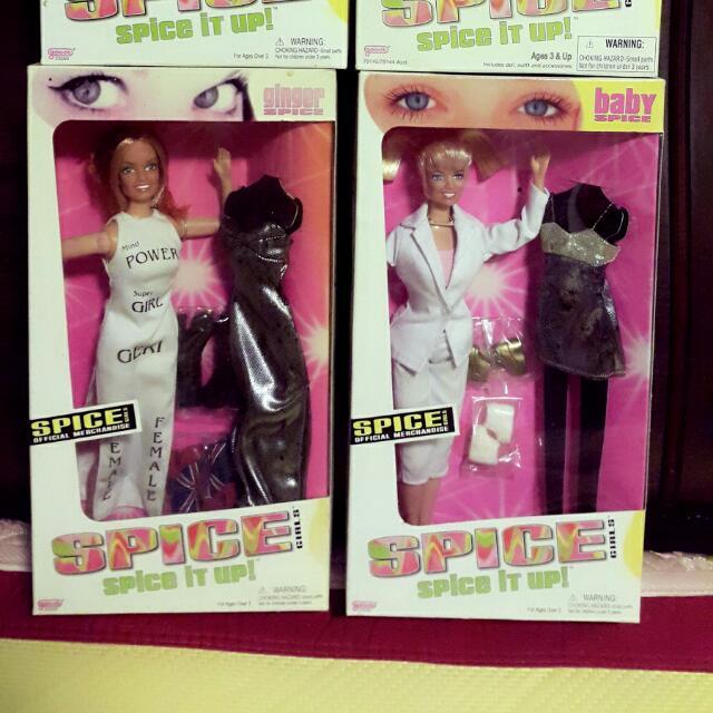 (降價)芭比娃娃。早期絕版。罕見辣妹合唱團禮服組。
