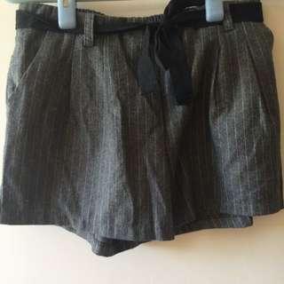 Queen Shop 灰色條紋短褲