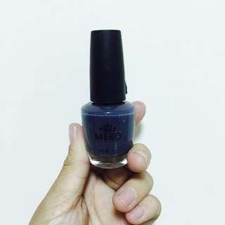 深藍色指甲油