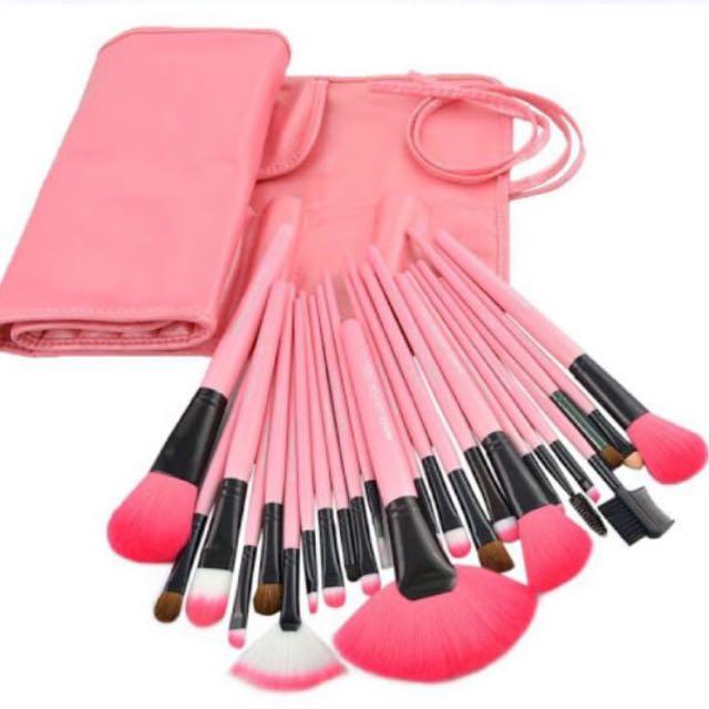 專業彩妝刷具24件組(已使用ㄧ隻眼影刷)