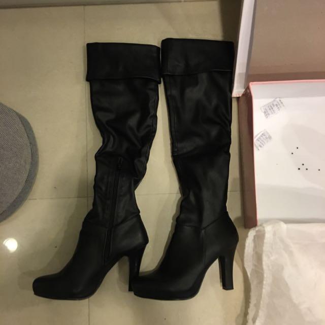 專櫃黑色膝上長靴