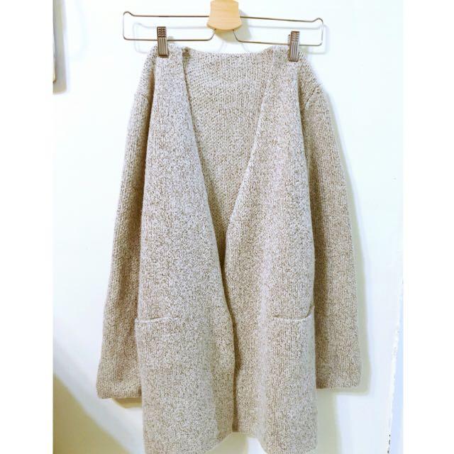 灰色毛料外套