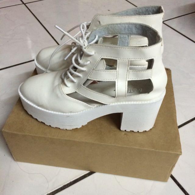 簍空 鏤空 白色粗跟靴高跟鞋