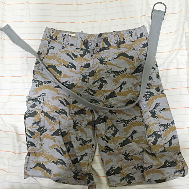 全新 Levi's Cargo Shorts 紅色款