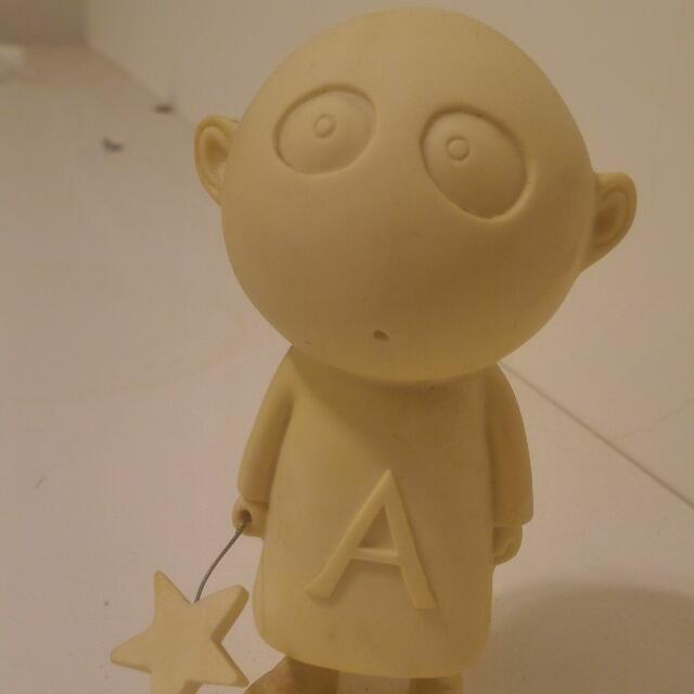 Agnes b 合作設計公仔