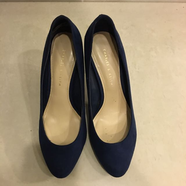 Charles and Keith 淺口深藍絨布高跟鞋[降價]