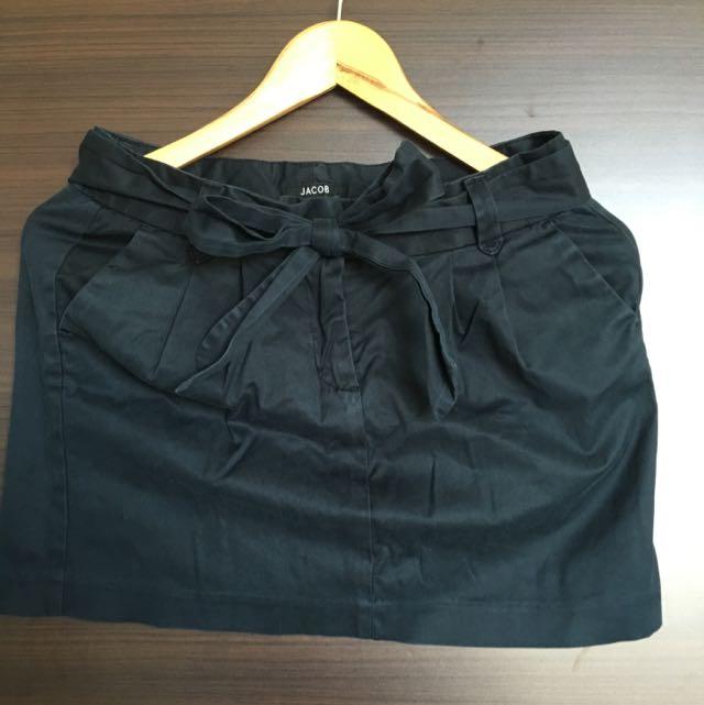 Jacob 黑色綁帶A字裙