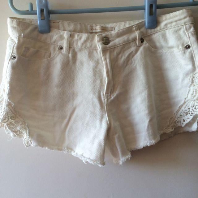 LOVFEE白色蕾絲造型短褲