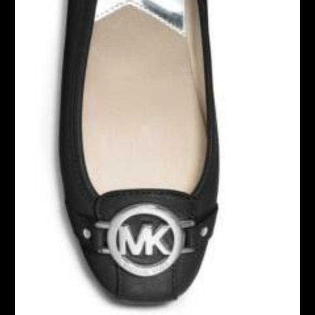 MK 黑色平底 簡約設計 官網購買