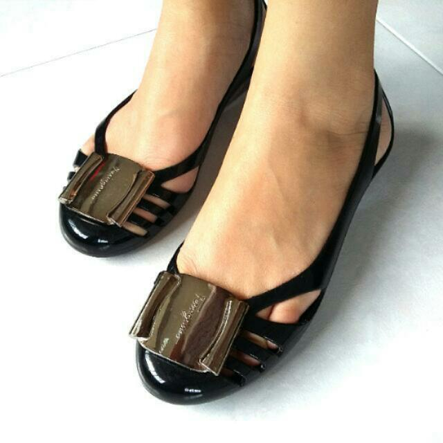 d96b75479a9c Preloved Salvatore Ferragamo Black Jelly Shoes Size 5 (Reserved ...