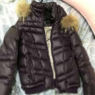 Guess 超保暖短版深紫色羽絨外套