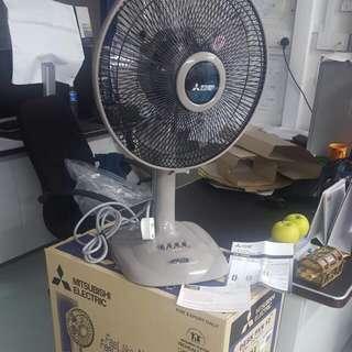"(RESERVED=1set) 12"" Mitsubishi Desk Fan"