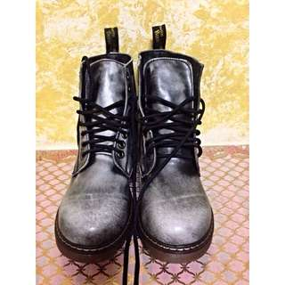 LABOUR DAY SPECIAL Dr Martens Highcut Boots