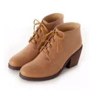 amai 咖啡色綁帶低跟短靴