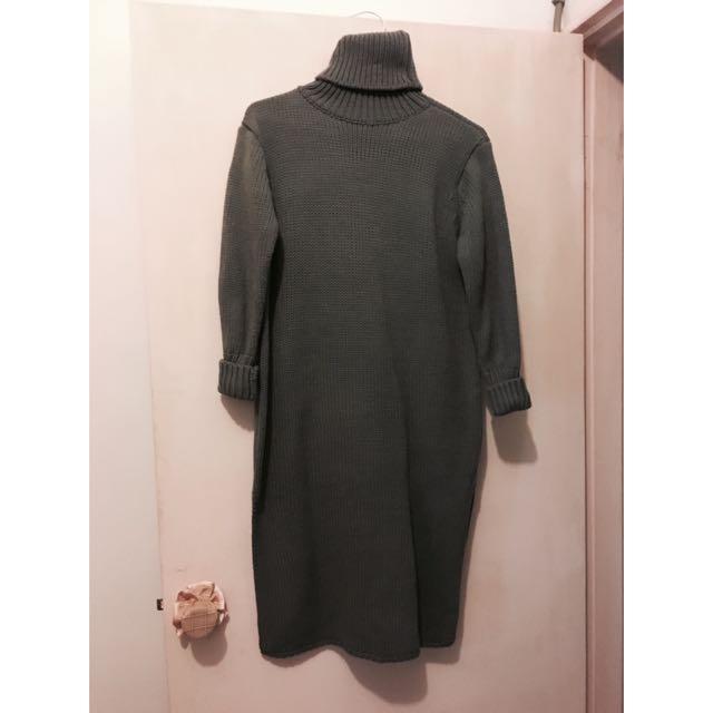 灰色高領長版毛衣