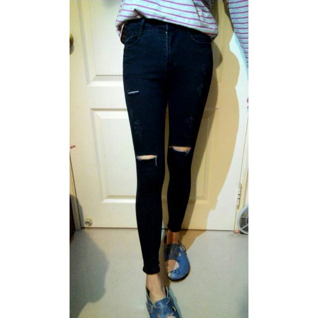 全新 黑色顯瘦刷破牛仔窄管褲