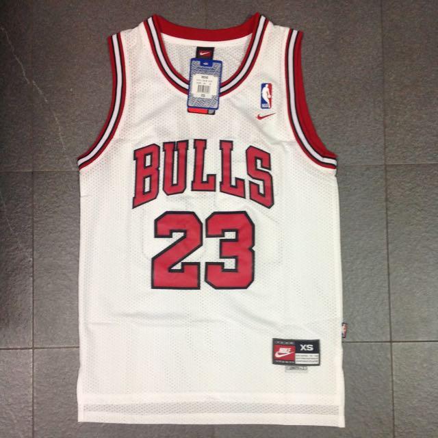 detailed look 51194 ffb9d NBA Retro Jersey Bulls #23 Michael Jordan, Sports on Carousell