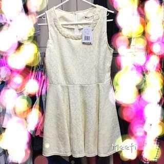 喜宴.party 淡鵝黃與白相間蕾絲質感洋裝