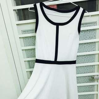 黑線條簡約白色小洋裝