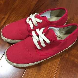 (全新)日系品牌Earth music & ecology 紅色帆布鞋(含運)