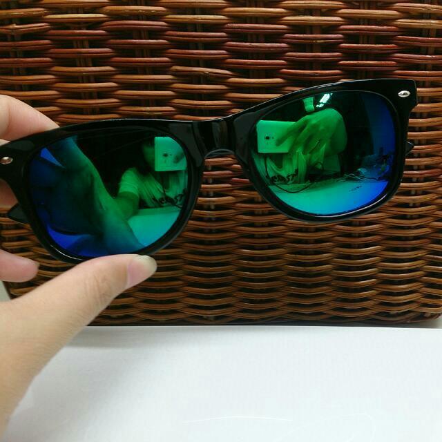 藍綠色反光墨鏡