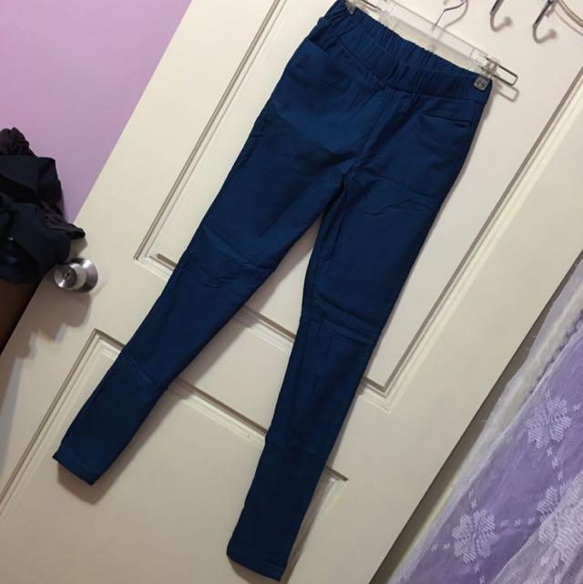 藍色緊身褲