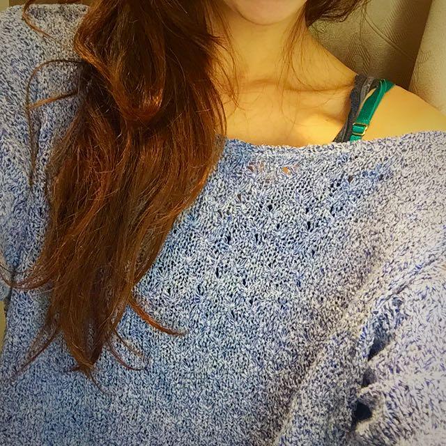 簡單好看 韓 露肩 藍紫色 洞洞針織衫
