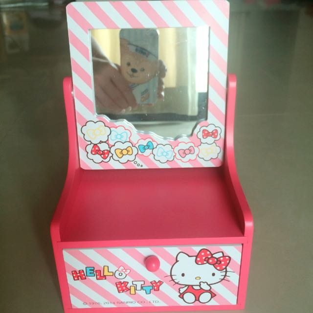 Hello Kitty 小型化妝台