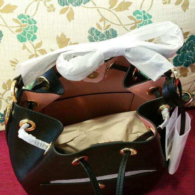 69ef8de8799b6 P.o  Authentic Michael Kors Medium GREENWICH Bucket Bag Black ...