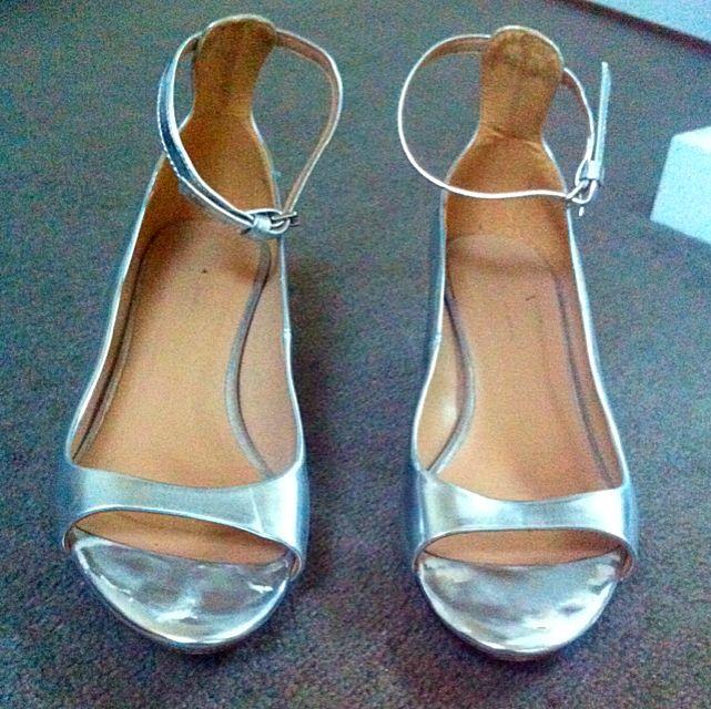 6a5a9d569a7 Zara Silver Metallic Ankle Strap Heels 37