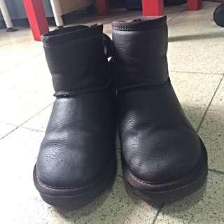 深咖啡色雪靴