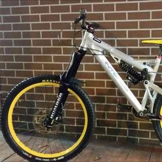 DH Complete Bike Intense Uzzi