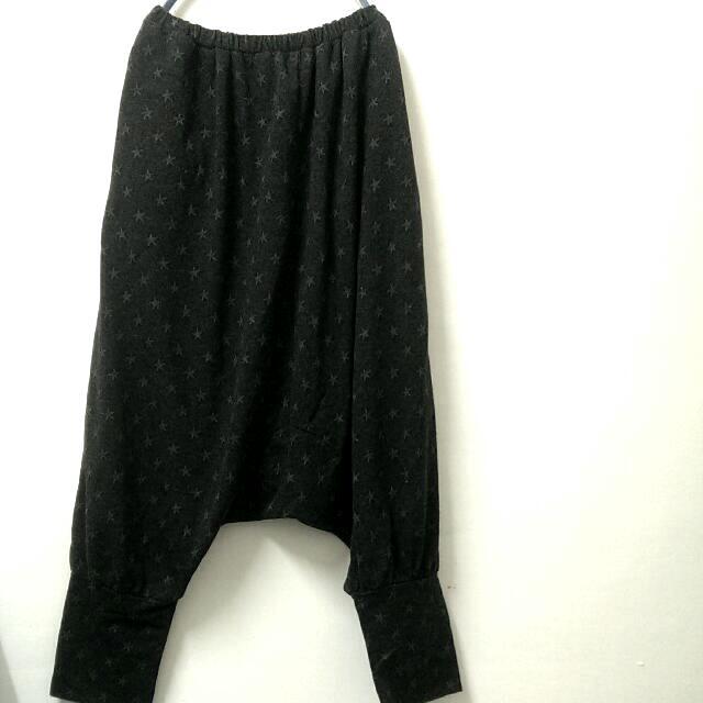 跳舞女孩必備*深灰色星星圖案鬆緊飛鼠褲$350(單件含運限郵寄)