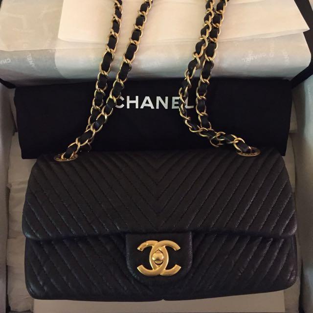106441291d42 CHANEL Chevron Calfskin Gold Hardware Black, Luxury on Carousell