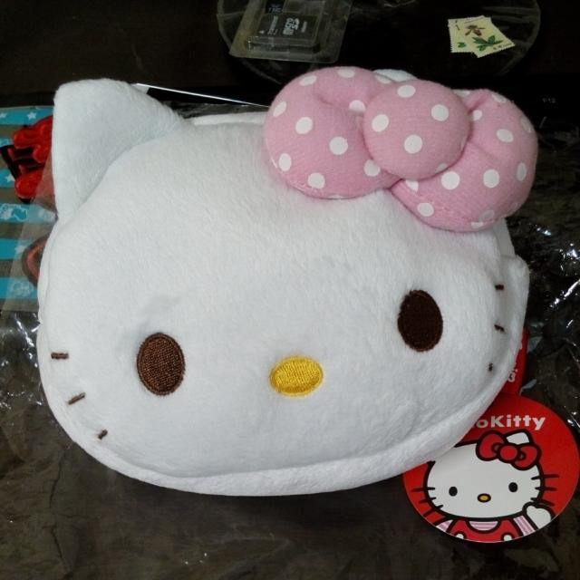 Hello Kitty 絨毛化妝包