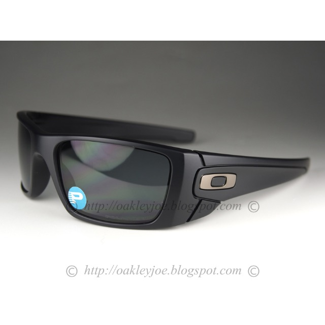 Oakley Fuel Cell Matte Black / Grey Polarized xE3it