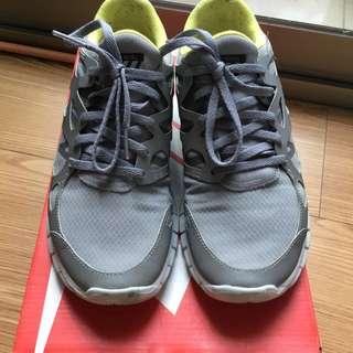 Nike 運動鞋 US8  型號:472526-007 約八成新