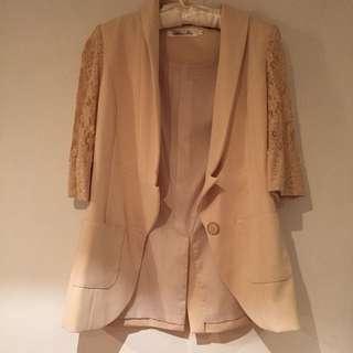 杏色西裝外套拼接蕾絲袖