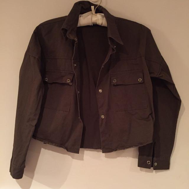 軍綠短版小外套