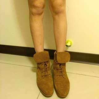Zara 駝色麂皮尖頭平底個性靴