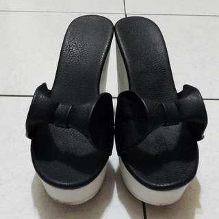 (出清)皮革立體蝴蝶結 楔形涼鞋