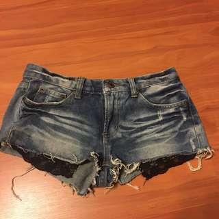 牛仔蕾絲短褲