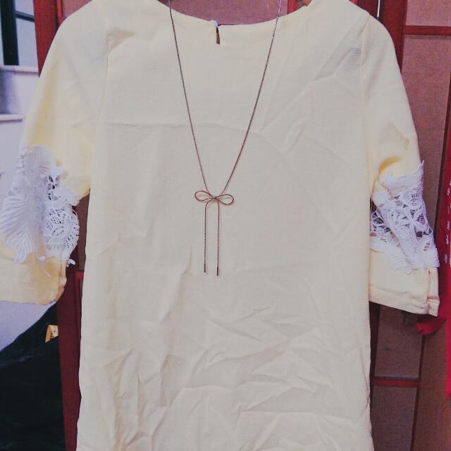 鵝黃蕾絲雕花洋裝上衣