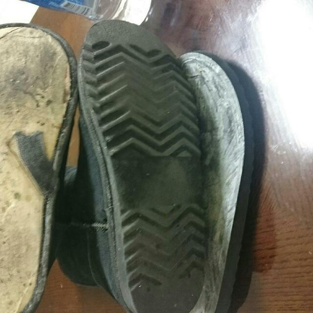 請各位賣家憑良心賣衣物好嗎?標榜百貨專櫃的鞋子,收到穿了變成這樣@@這樣也敢賣出…真的好無言