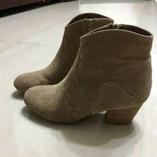 Grace Gift 麂皮短靴 23號