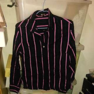 黑底粉紅條紋襯衫