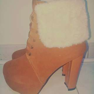 brown high heels size 38 (100% new)