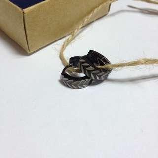金屬銀飾雕刻耳環