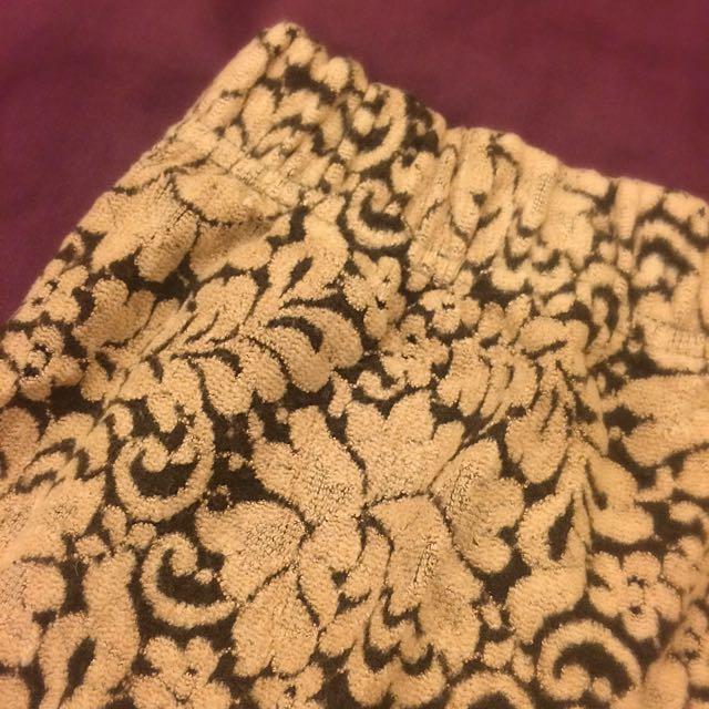 韓製巴洛克華麗圖騰絨質短裙-粉膚色